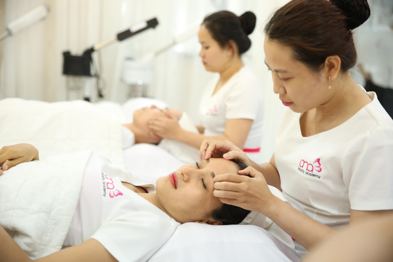 Tâm sự của một nữ kĩ thuật viên học nghề massage sắp vào nghề hình 1
