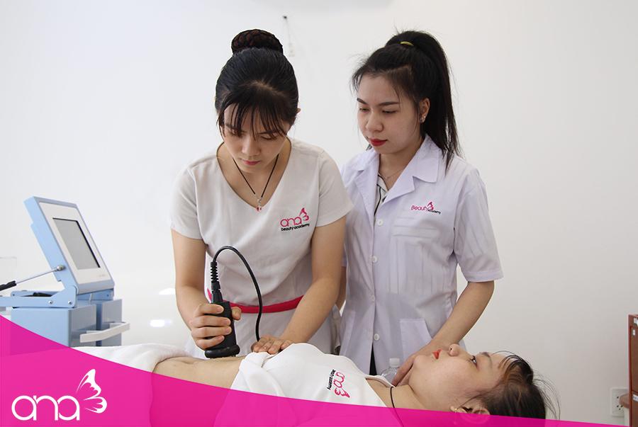 Thao tác đúng, nắm rõ quy trình sẽ tạo nên sự chuyên nghiệp trong phong thái của chuyên viên spa