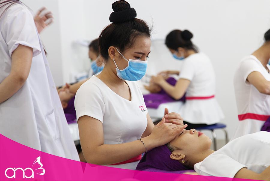 Học massage mặt ở TPHCM bao nhiêu phù hợp?