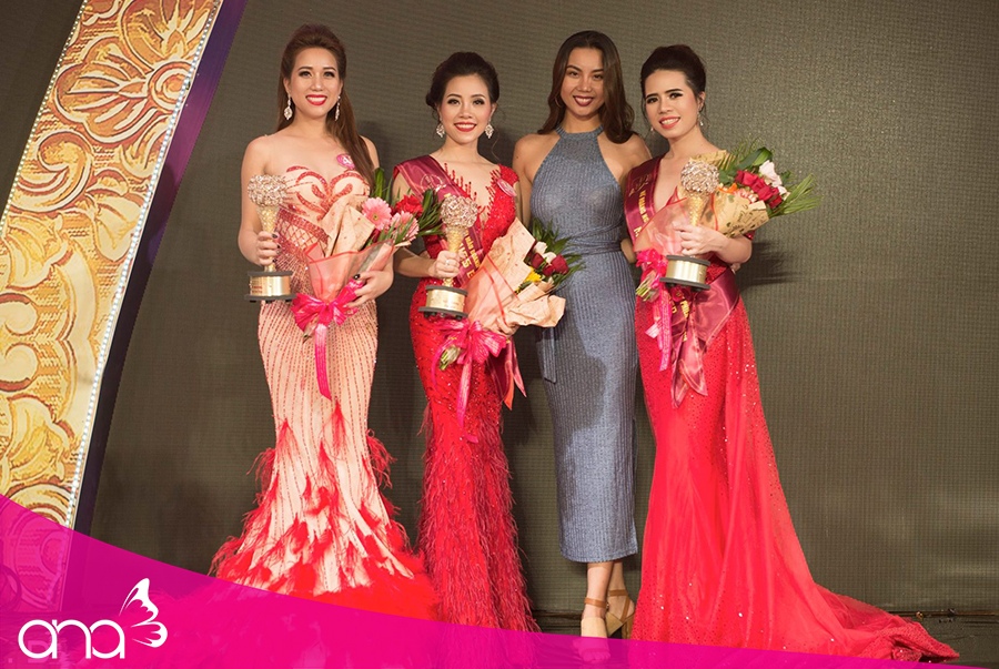 CEO Lê Thuỵ Thanh Thuỷ chụp ảnh cùng những người đẹp khác