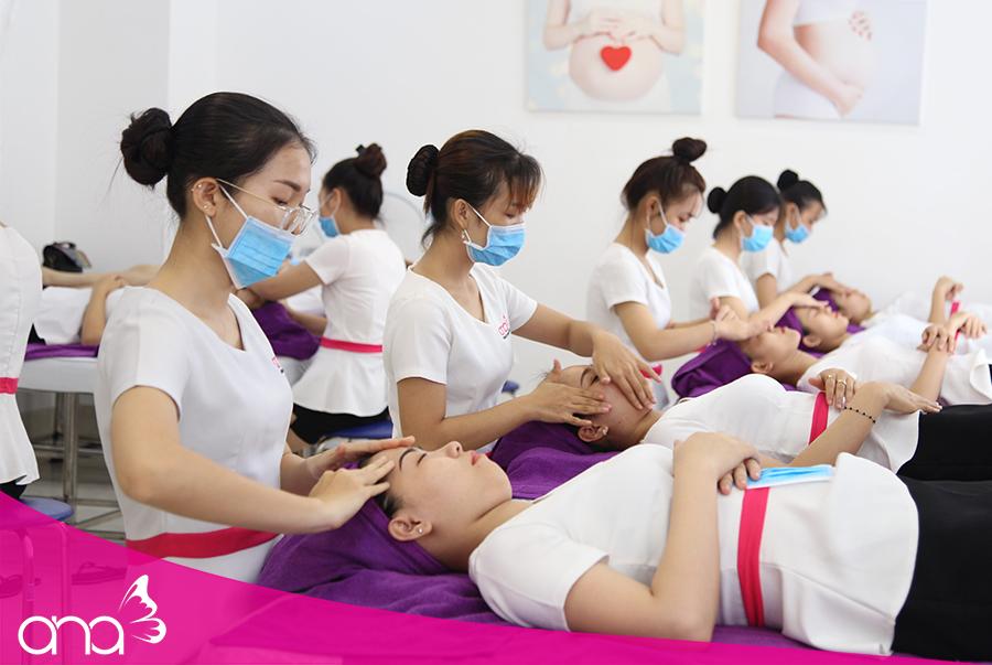 Các học viên tại trường dạy massage đều có kiến thức chuyên sâu