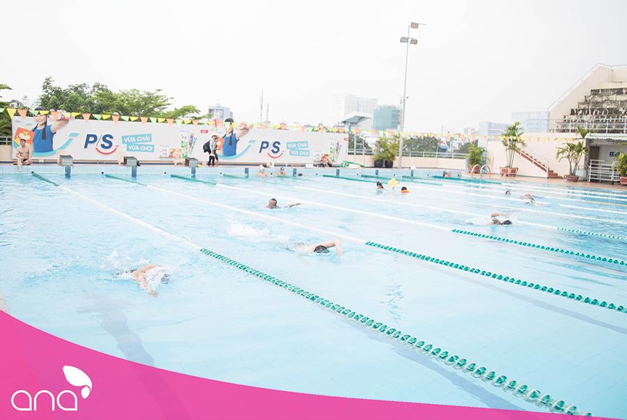 Không phải dân chuyên nhưng các vận động viên bơi rất tốt