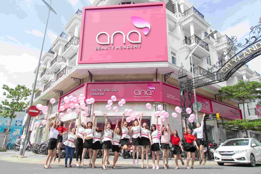 Học nghề phun xăm thẩm mỹ tại Ana Beauty Academy đảm bảo 100% có việc làm sau khi ra trường.