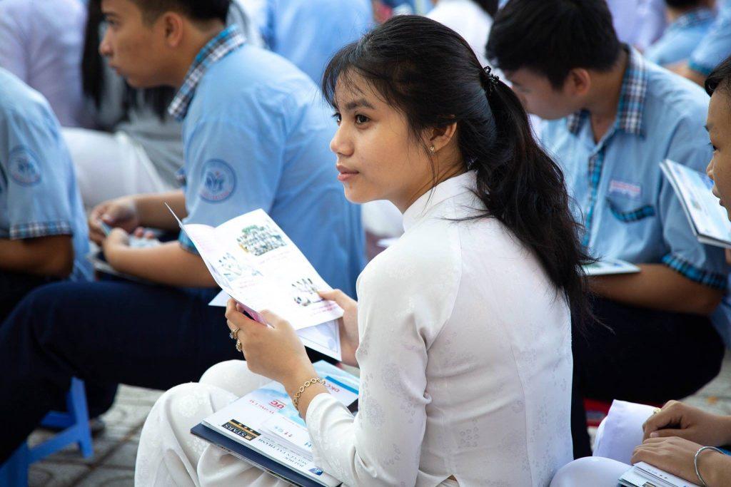 Học sinh quan tâm đến khóa học nghề spa tại ANA