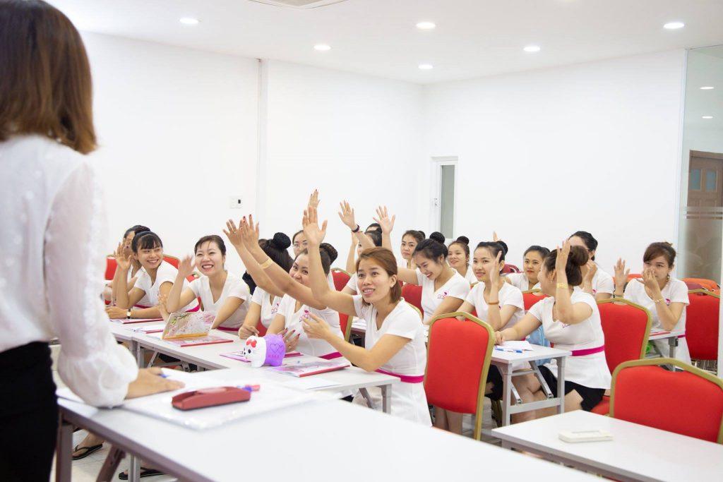 Hình ảnh vui nhộn trong lớp học spa