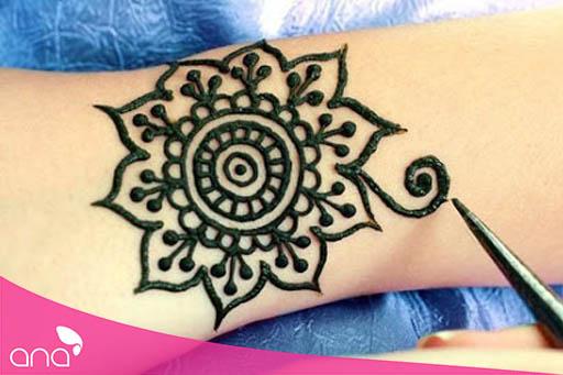 Hình thức Phun xăm vẽ Henna